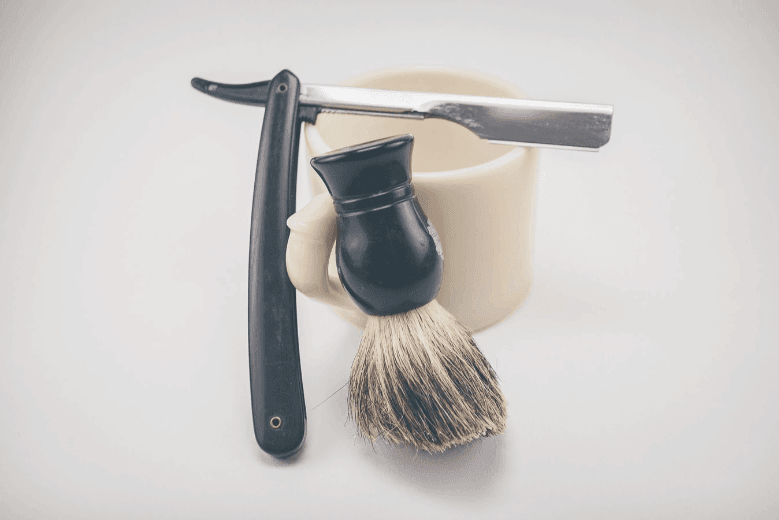 Straight razor with brush and mug