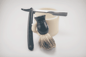 Straight razor with brush
