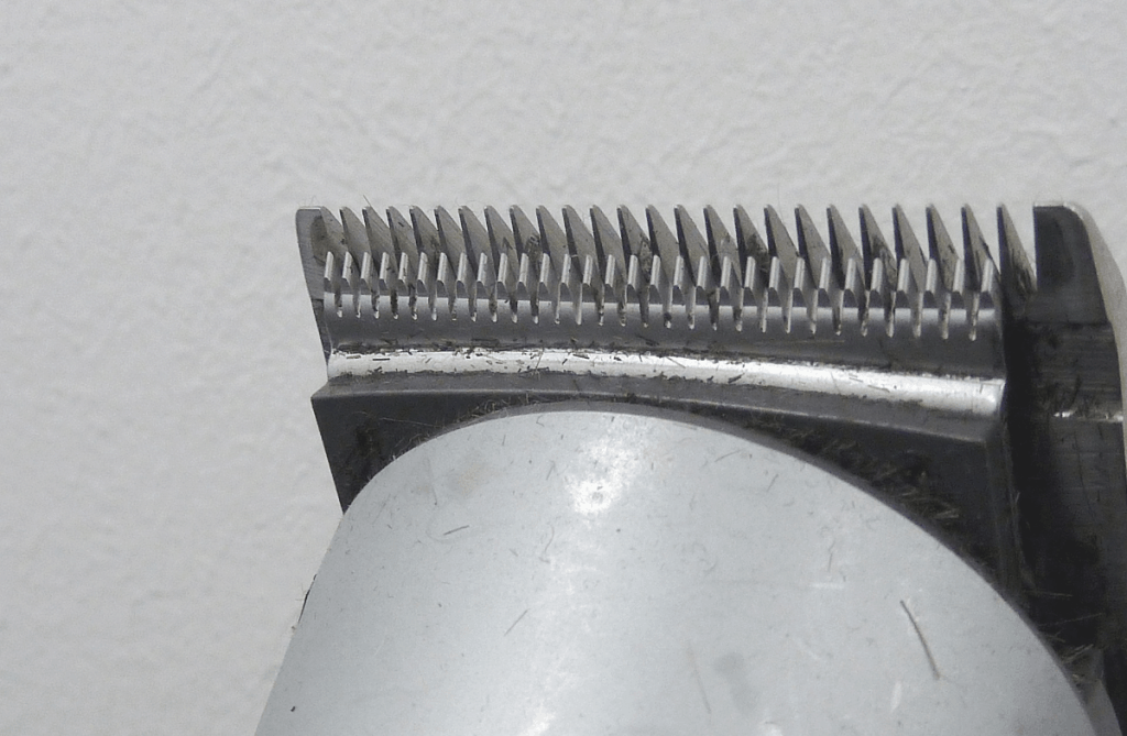 Close up of trimmer cutting teeth